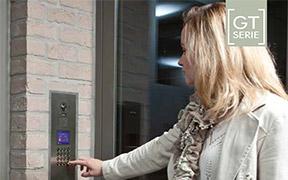 Assistent Partner leverer dørstasjoner